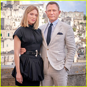 Daniel Craig & Lea Seydoux Are Picture Perfect at 'No Time to Die' Photo Call in Italy