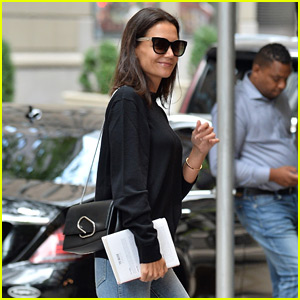 Katie Holmes Is All Smiles During Labor Day Weekend   Katie