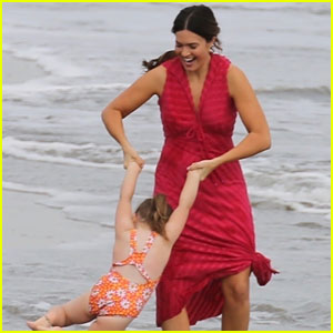 Mandy Moore Goes to the Beach for a 'This Is Us' Scene