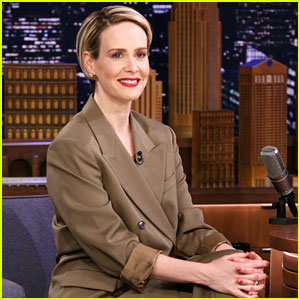 Sarah Paulson & Jimmy Fallon's Chat About 'The Goldfinch' Definitely Didn't Go As Planned