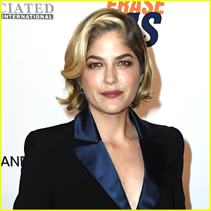 Selma Blair Goes Pantless on Instagram in Cheeky Picture & Celebrity Friends React!