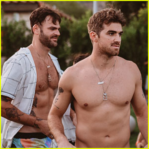 The Chainsmokers' Alex Pall & Drew Taggart Goes Shirtless at an L.A. Pool Party!