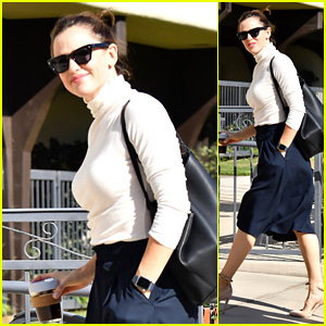 Jennifer Garner Flashes a Smile While Heading to a Sunday Church Service