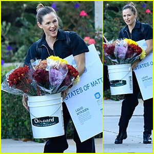 Jennifer Garner Carries a Huge Bunch of Flowers for a School Event