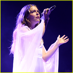 Maggie Rogers Calls Out Sexist Behavior at Her Concert
