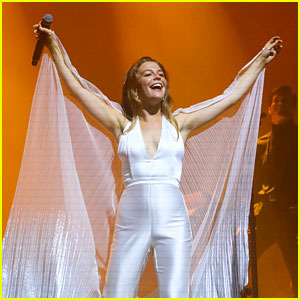 Maggie Rogers Lives Out a Dream with Radio City Concert!
