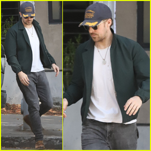 Ryan Gosling Stops By His Favorite Spot For Lunch in LA