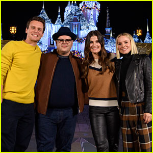 The Cast of 'Frozen 2' Went to Disneyland Together!