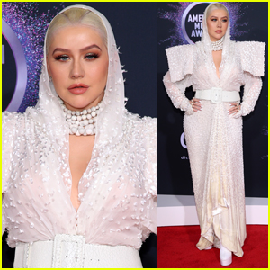 Christina Aguilera Wows in Hooded-Outfit for American Music Awards 2019