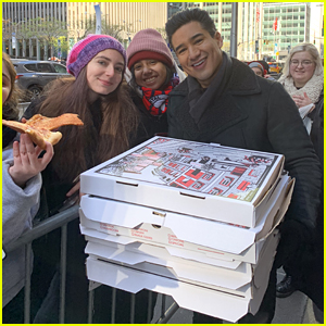 Mario Lopez Surprises Harry Styles Fans Waiting in Line for 'Saturday Night Live' With Pizza!