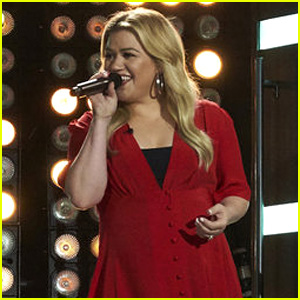 Kelly Clarkson Covers Selena Gomez's 'Come & Get It' - Watch!