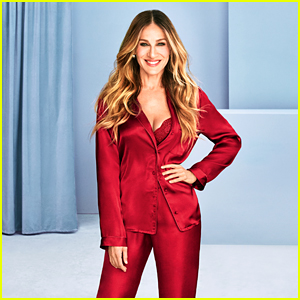 Sarah Jessica Parker Shows Off Her Holiday Bra Twist in Intimissimi Campaign