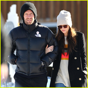 Dakota Johnson & Chris Martin Walk Arm in Arm While Skiing with Gwyneth Paltrow & Family!