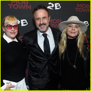 David Arquette is Supported by Sisters Patricia & Rosanna at 'Mob Town' Premiere!