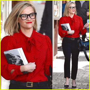 Reese Witherspoon Rocks Chic Pair of Glasses While Book Shopping