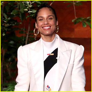 Alicia Keys Opens Up About Hosting the Grammys 2020 & Honoring Kobe Bryant (Video)