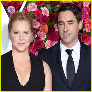 Amy Schumer Jokes About Meghan Markle & Prince Harry Stepping Away From Royal Duties