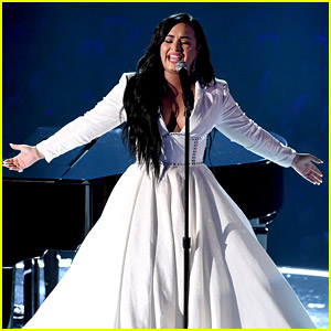 demi lovato starts her grammys 2020 performance over then slays with incredible vocals 2020 grammys demi lovato grammys just jared http www justjared com 2020 01 26 demi lovato starts her grammys 2020 performance over then slays with incredible vocals