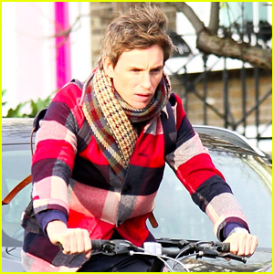 Eddie Redmayne Gets a Flat Tire While Riding His Bike!