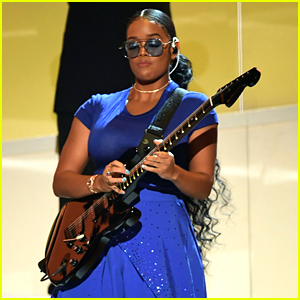 H.E.R. Blows Everyone Away With Her Guitar Skills During Grammy Awards 2020 Performance