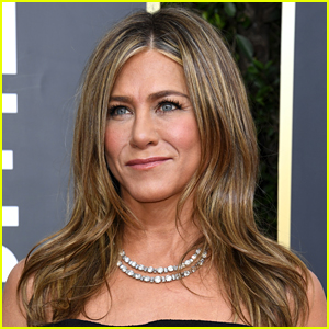 Jennifer Aniston's iPhone Home Screen Revealed & Fans Figure Out Which Apps She Has!