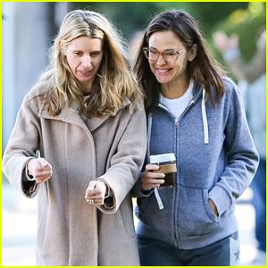 Jennifer Garner Makes a Coffee Run After Tyler Cameron's Tinder Comments