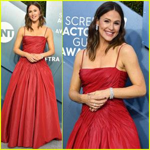 Jennifer Garner Is Radiant in Red at SAG Awards 2020