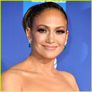 Jennifer Lopez Wears Her Emerald Earrings She Got From Alex Rodriguez on Christmas To The Palm Springs Gala