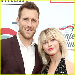 Julianne Hough Reunites with Husband Brooks Laich at the Airport, Look Very Much in Love!