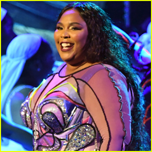 Lizzo Opens Grammys 2020 with Performance of 'Cuz I Love You' & 'Truth Hurts' - Watch!