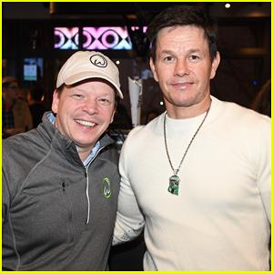 Mark Wahlberg Joins Brother Paul at Wahlburgers Downtown Atlanta Sneak Peek!