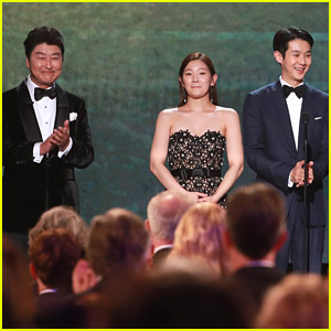 'Parasite' Cast Gets Standing Ovation While Presenting at SAG Awards 2020!