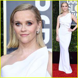 Nominee Reese Witherspoon Strikes a Pose in White at Golden Globes 2020