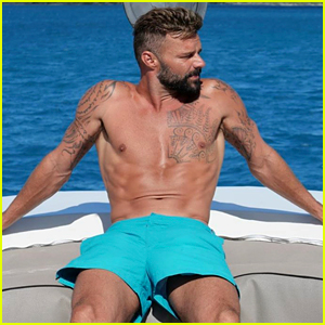 Ricky Martin Looks So Hot in These Shirtless Vacation Photos!