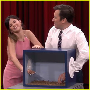 Selena Gomez Freaks Out Over Touching Meal Worms on 'The Tonight Show'