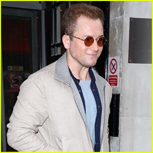Taron Egerton Regrets Leaving Elton John 'Hanging' After Golden Globes Win