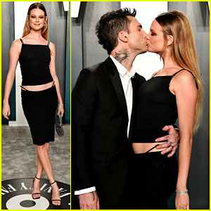 Adam Levine & Behati Prinsloo Kiss on the Carpet at Vanity Fair Oscar Party 2020!