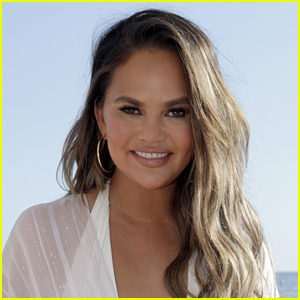 Chrissy Teigen Says She Hasn't Been Arrested But We're Definitely Missing Some Major Context!
