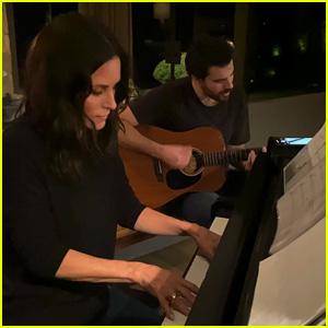 Courteney Cox Plays Alicia Keys' 'Underdog' on the Piano - Watch! (Video)