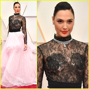 Gal Gadot Wears Lace From Head To Toe at Oscars 2020