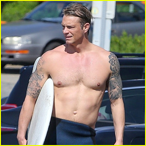 Joel Kinnaman Bares His Hot Body After Surfing at the Beach!