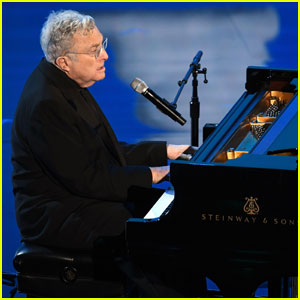 Randy Newman Performs 'I Can't Let You Throw Yourself Away' at Oscars 2020