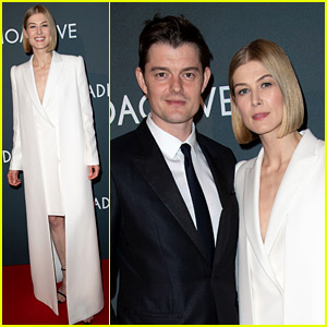 Rosamund Pike Walks Her First Red Carpet of the Year!