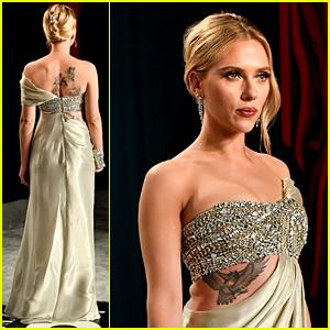 Scarlett Johansson Shows Off Tattoos In Oscars Party 2020 Dress 2020 Oscars Parties Colin Jost Scarlett Johansson Just Jared