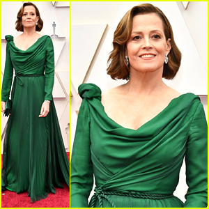 Sigourney Weaver Wows in Green Gown For Oscars 2020