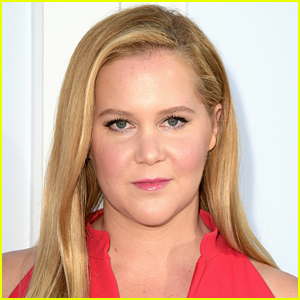 This Is How Amy Schumer & Her Son Visited Her Dad in Quarantine