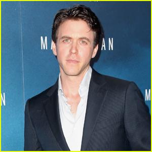 Ashley Zukerman to Play Famed Symbologist Robert Langdon in NBC Pilot