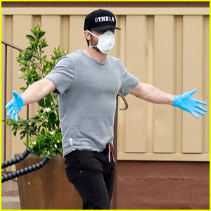 Casey Affleck Stays Safe with a Face Mask & Gloves While Going Grocery Shopping