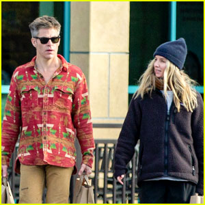 Chris Pine Goes Grocery Shopping With Girlfriend Annabelle Wallis