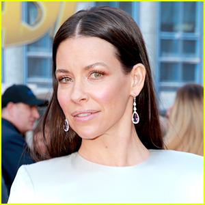 Evangeline Lilly Is Not Social Distancing, Despite Being 'Immune Compromised at the Moment'